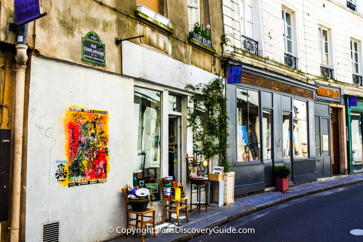 Small pop-up brocantes sale outside a gallery in Village Saint-Paul