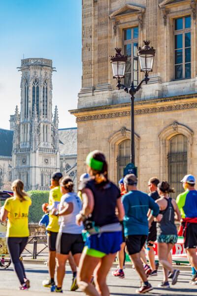 Racers in Paris Marathon