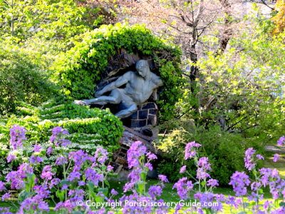 Statue and spring flowers in Jardin du Luxembourg, Paris