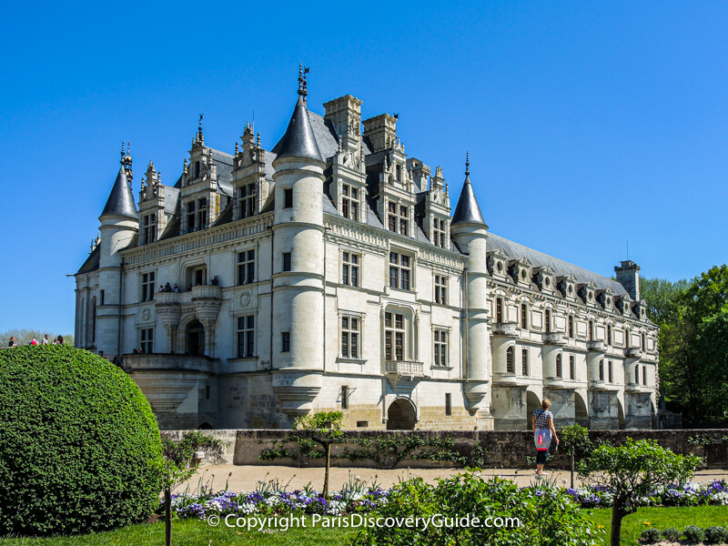 Château de Chenonceau and the edge of its spectacular garden