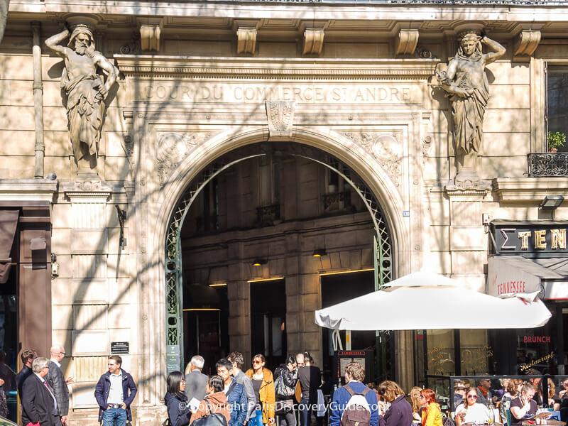 Entrance to Le Procopeon Rue de l'Ancienne Comédie