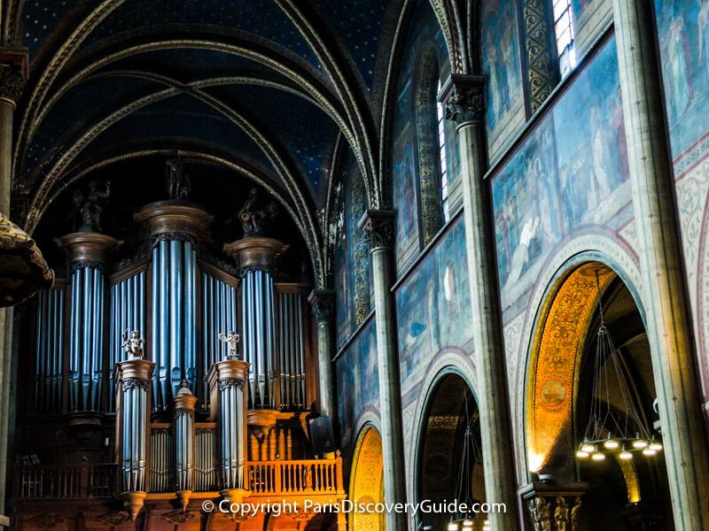 The magnificent pipe organ at Église Saint-Germain-des-Prés