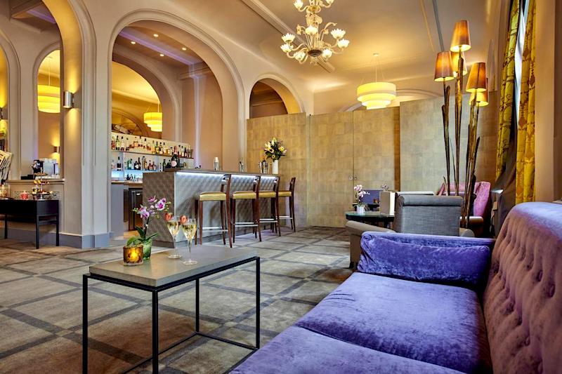 Lobby and bar at Holiday Inn Paris - Gare de Lyon Bastille