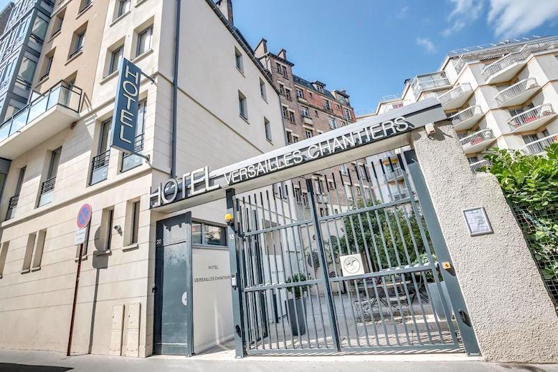 Entrance to Hotel Versailles-Chantier