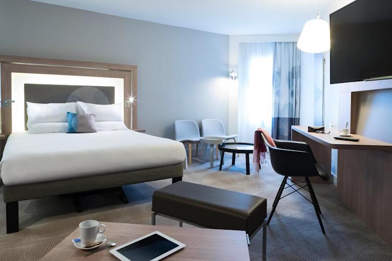 Guestroom at the Novotel Chateau de Versailles hotel