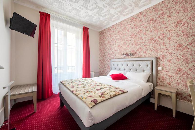 Guest room at Royal Hotel Versailles
