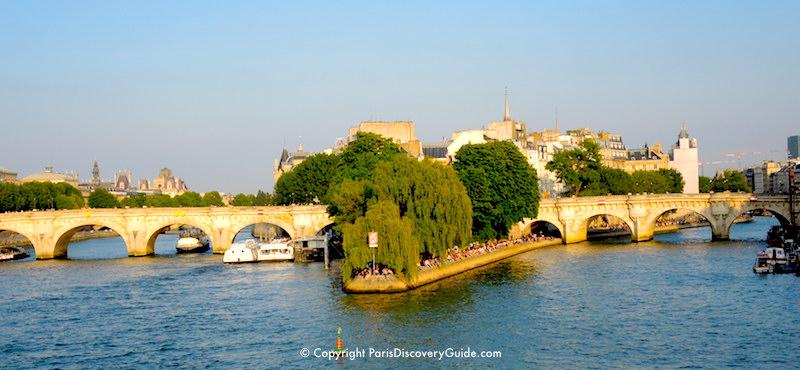 Notre Dame on the Île de laCité in the Seine River
