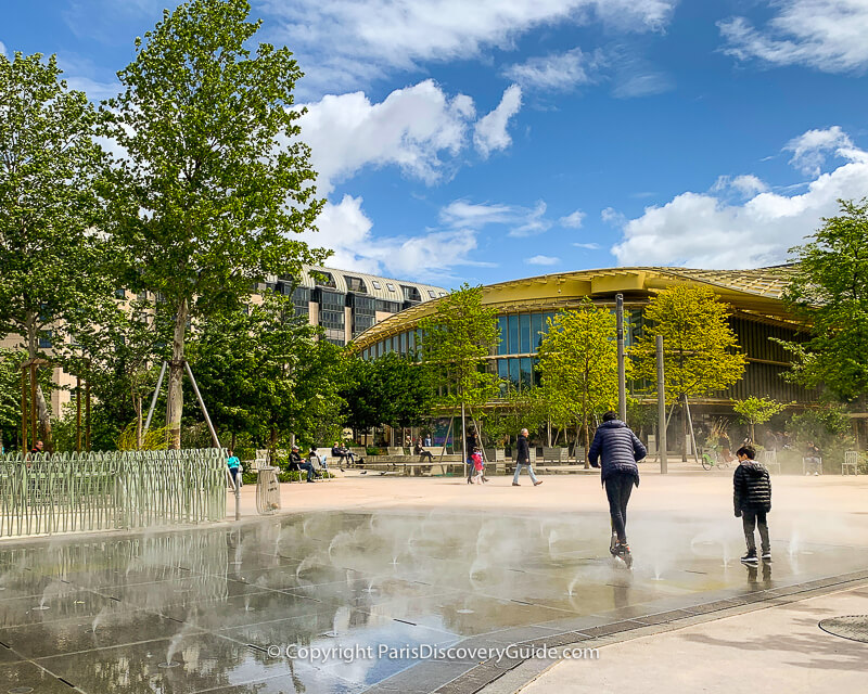 Splash pool at the Nelson Mandela Garden in Paris's 1st Arrondissement