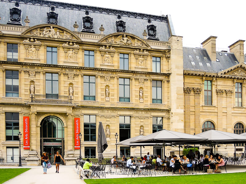 Musée des Arts Décoratifs, with outdoor seating for the museum's restaurant, LouLou