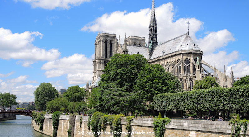 Notre Dame Cathedral overlooking the Seine River
