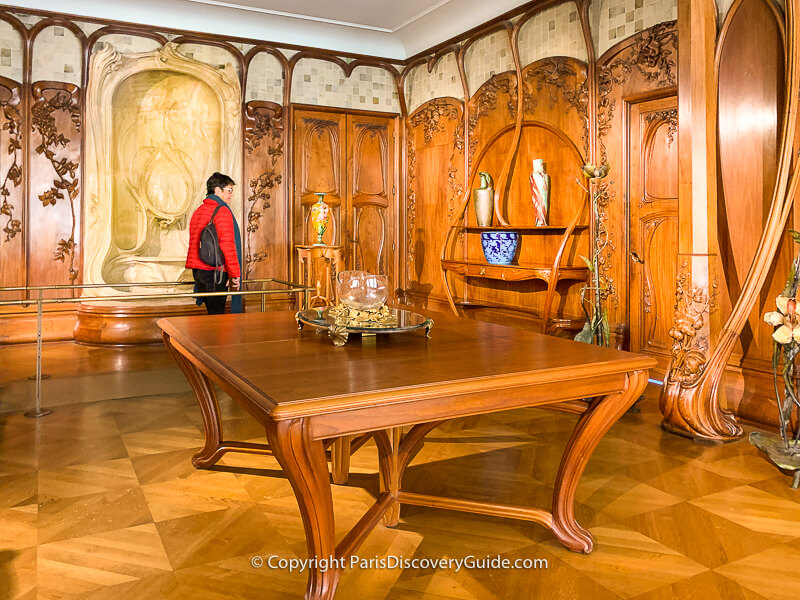 This Art Nouveau dining room paneling and furnishings made in 1900 by French sculptor and cabinet-maker Alexandre Charpentier uses only plant and flower decorative elements