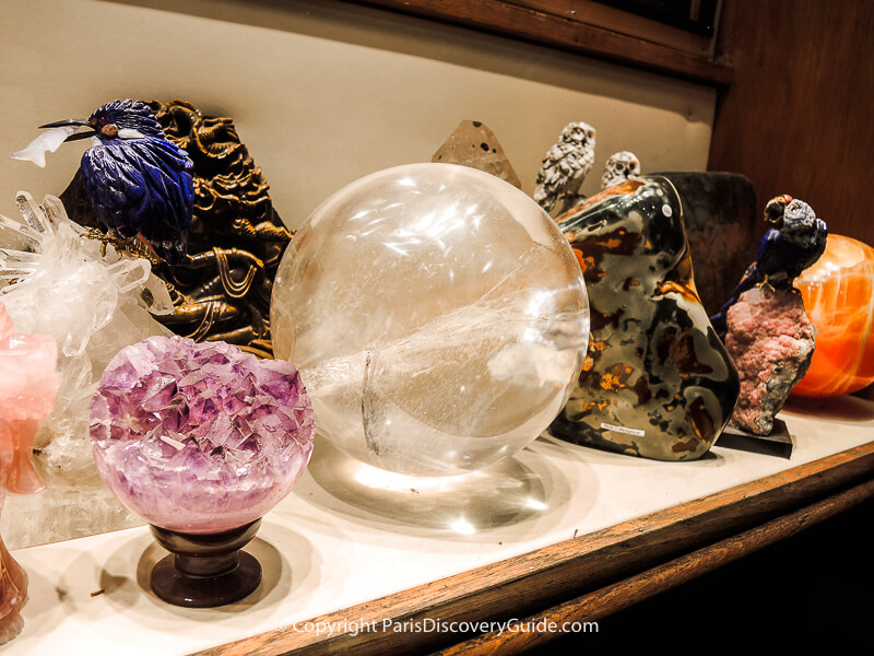 Dazzling crystals, geodes, and sculptures at Brésilophile