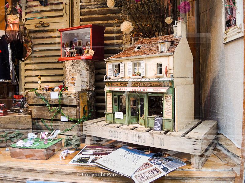 Miniatures for collectors and kids at Pain d'Épicesboutique in Passage Jouffrey