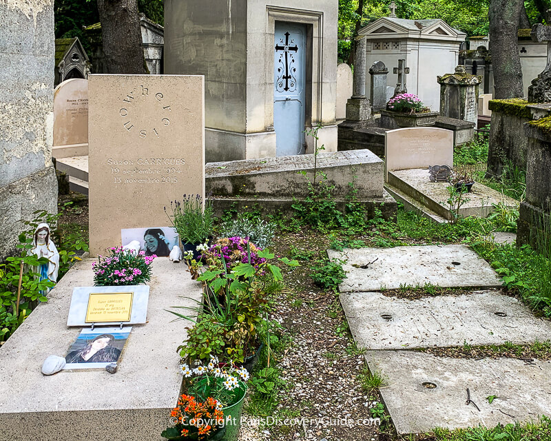 This recentPere Lachaise grave contains the remains of Suzon Carrigues(1994-2015), killed by terrorists who attacked the Bataclan