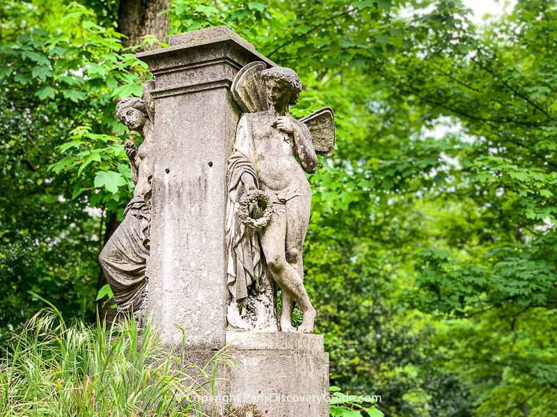 Pere Lachaise Cemetery in August