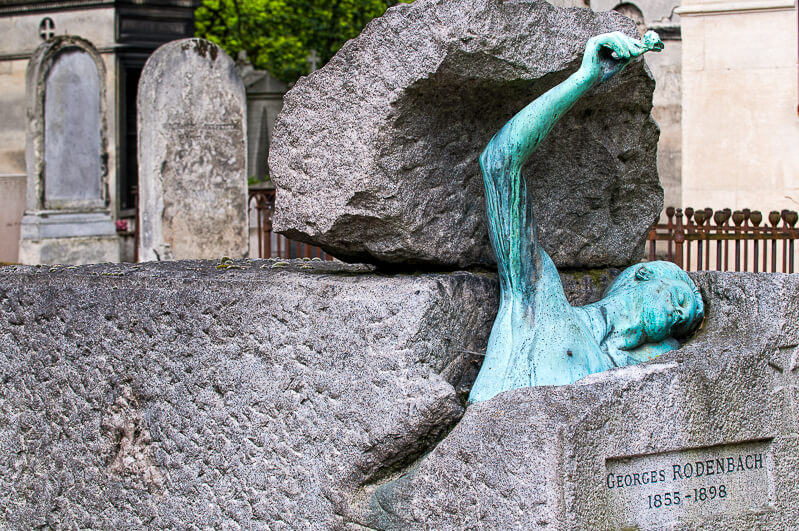 Tomb of Georges Rodenbach - Photo credit: istockphoto.com/Christian Rummel