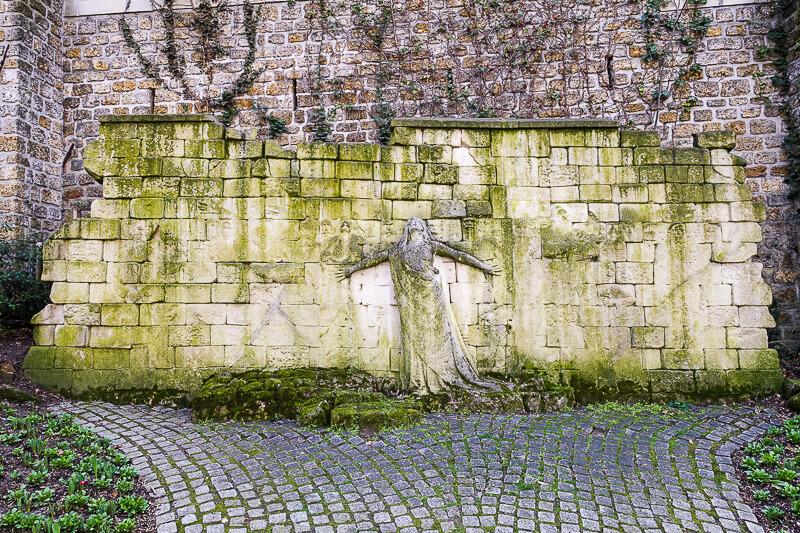 Victimes des Révolutions wall by Paul Moreau-Vauthier - Photo credit: Guilhem Vellut