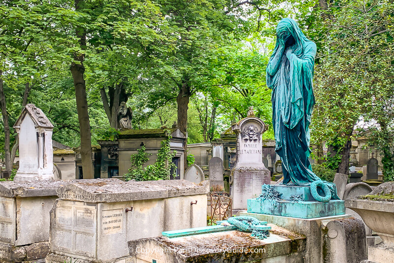 Weeping statue at the Moreau-Vauthier family tomb