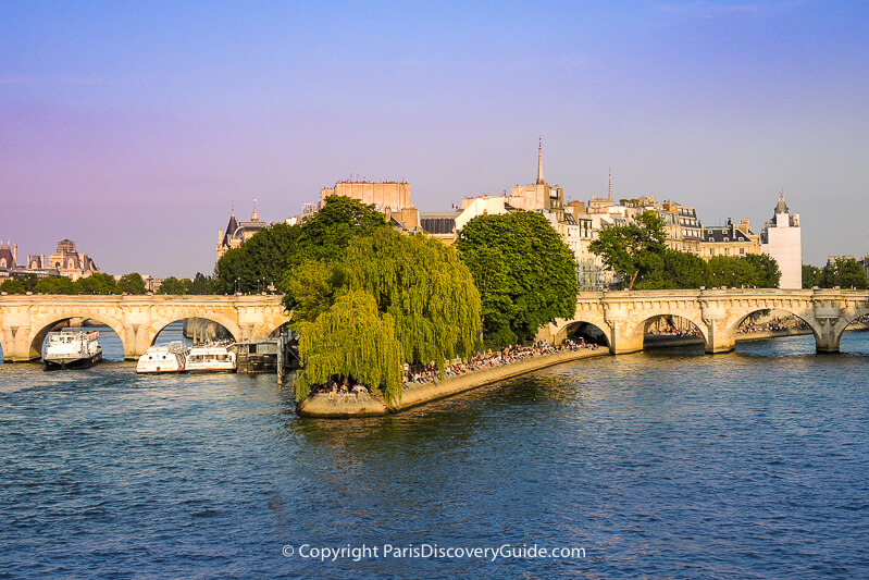 Skyline view of Ile de la Cité (and a bit of the Louvre on the Right Bank) and the Pont Neuf bridge