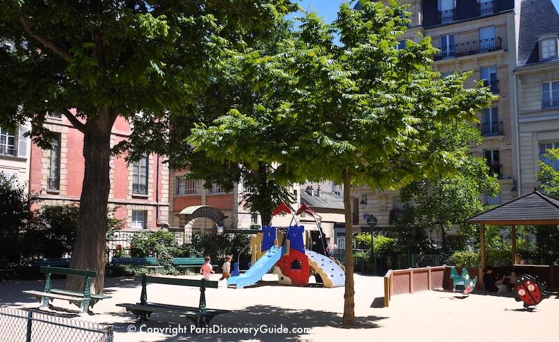 Square Léopold-Achille - children's playground