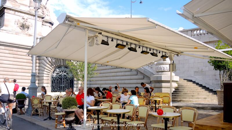 Paris in August - Relaxing in a hidden corner of a quai overlooking the Seine River