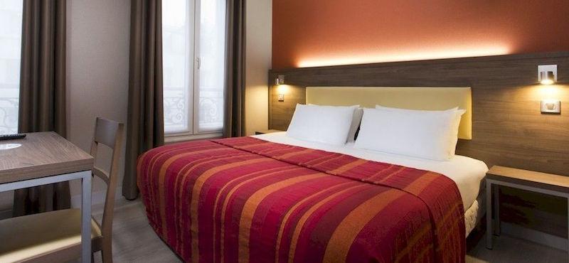 Guestroom at 2-star Hôtel des Pavillions near Arc de Triomphe