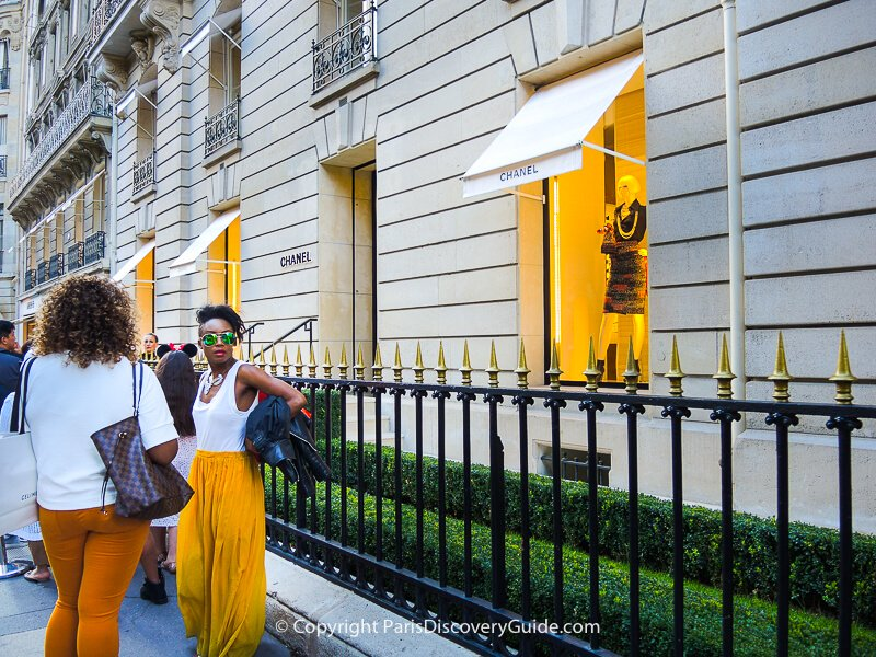 Shoppers in front of Chanel on Avenue Montaigne
