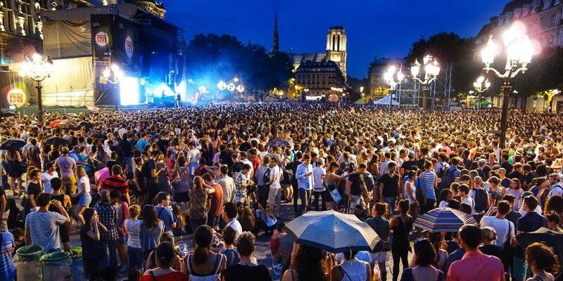 Fnac concert in front of Hôtel de Ville