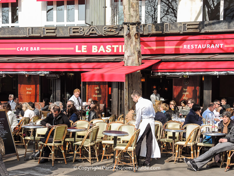 See if you can spot the glass of beer in this photo of this popular brasserie in Place de la Bastille!