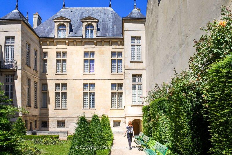 Courtyard Garden at Jardin Lazare-Rachline