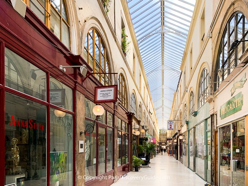 Passage Choiseul - Almost empty on a sunny May morning