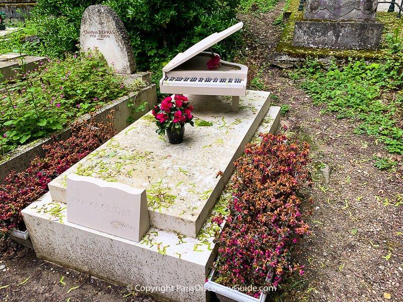 Grave of France Clidat in Paris
