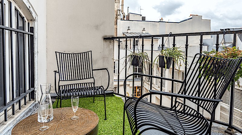 Free as a Bird apartment in Paris's 2nd district