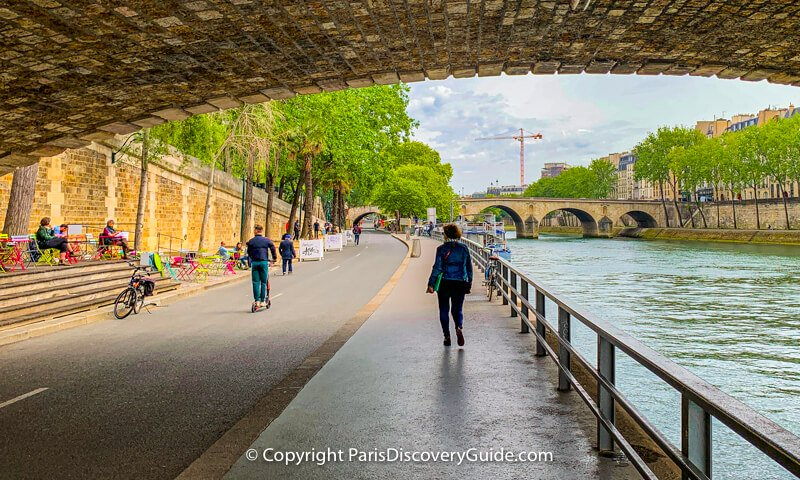 Walking along Rives de Seine on the Right Bank, with the Louis-Philippe Bridge overhead, Marie Bridge in the distance, and Ile Saint-Louis on the right