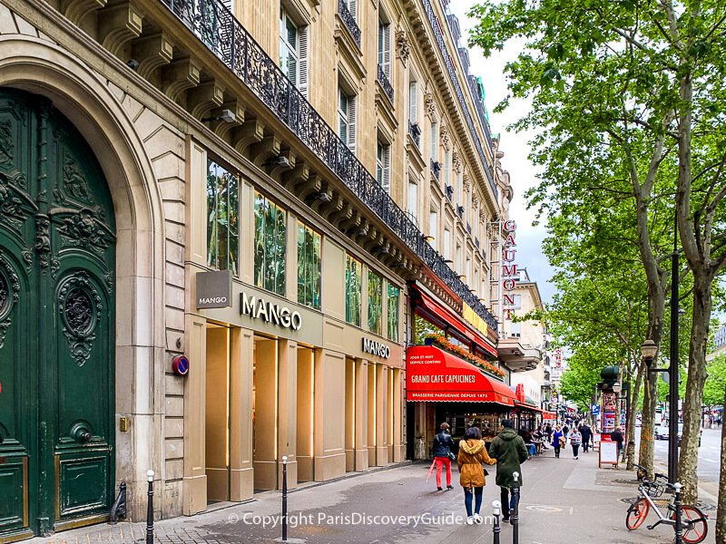 Shopping, dining, and entertainment along Boulevard des Capucines in Paris's 9th district