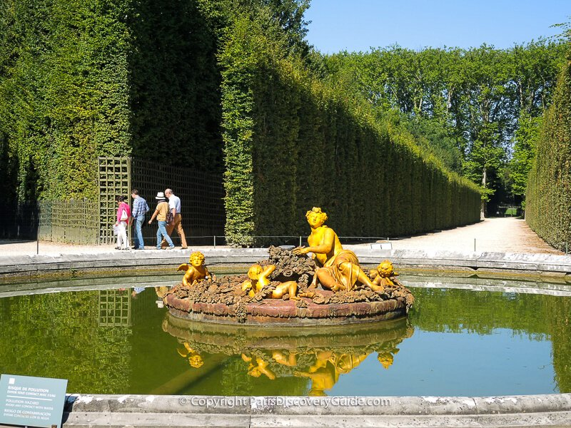 The Flora Fountain, at the crossroads of several Groves, wears a floral crown and is surrounded by flowers as Flora is the Roman goddess of flowers