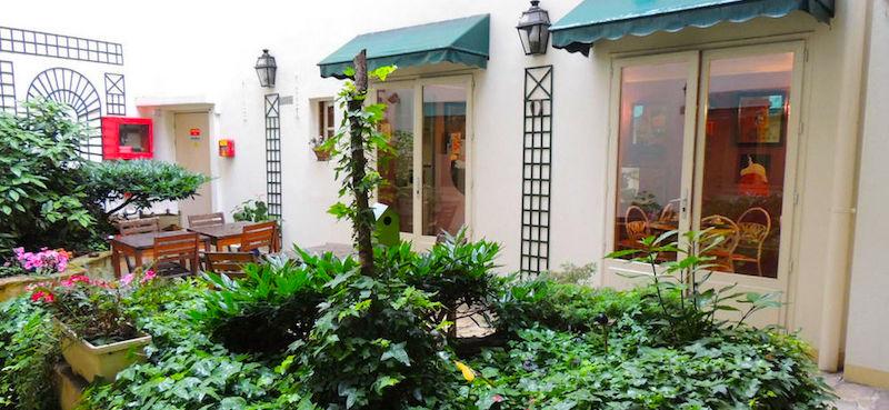 Courtyard terrace at Hôtel Marmotel Étoile, budget 2-star Paris hotel near Arc de Triomphe