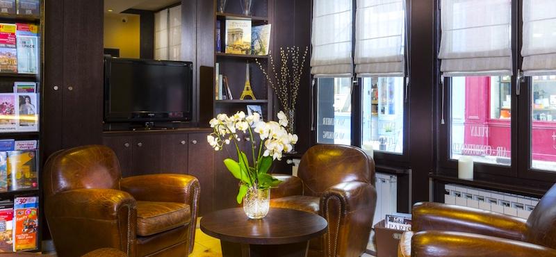 Guestroom at Hôtel de la Paix