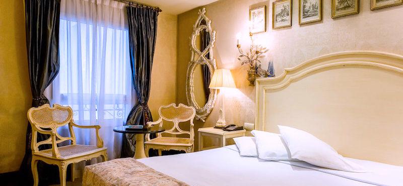 Guestroom at Hôtel du Romancier near the Arc de Triomphe